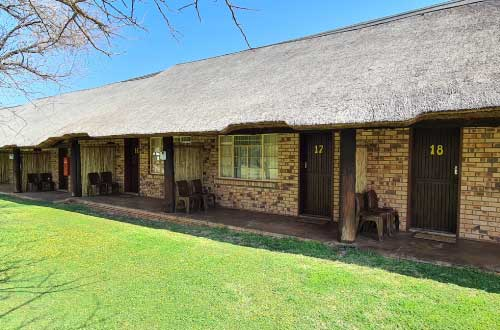 thatch-adjoining-rooms-in-dinokeng-3-star